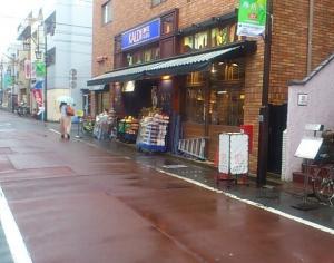 下北沢店より広く空いてる、「カルディ 梅ヶ丘店」