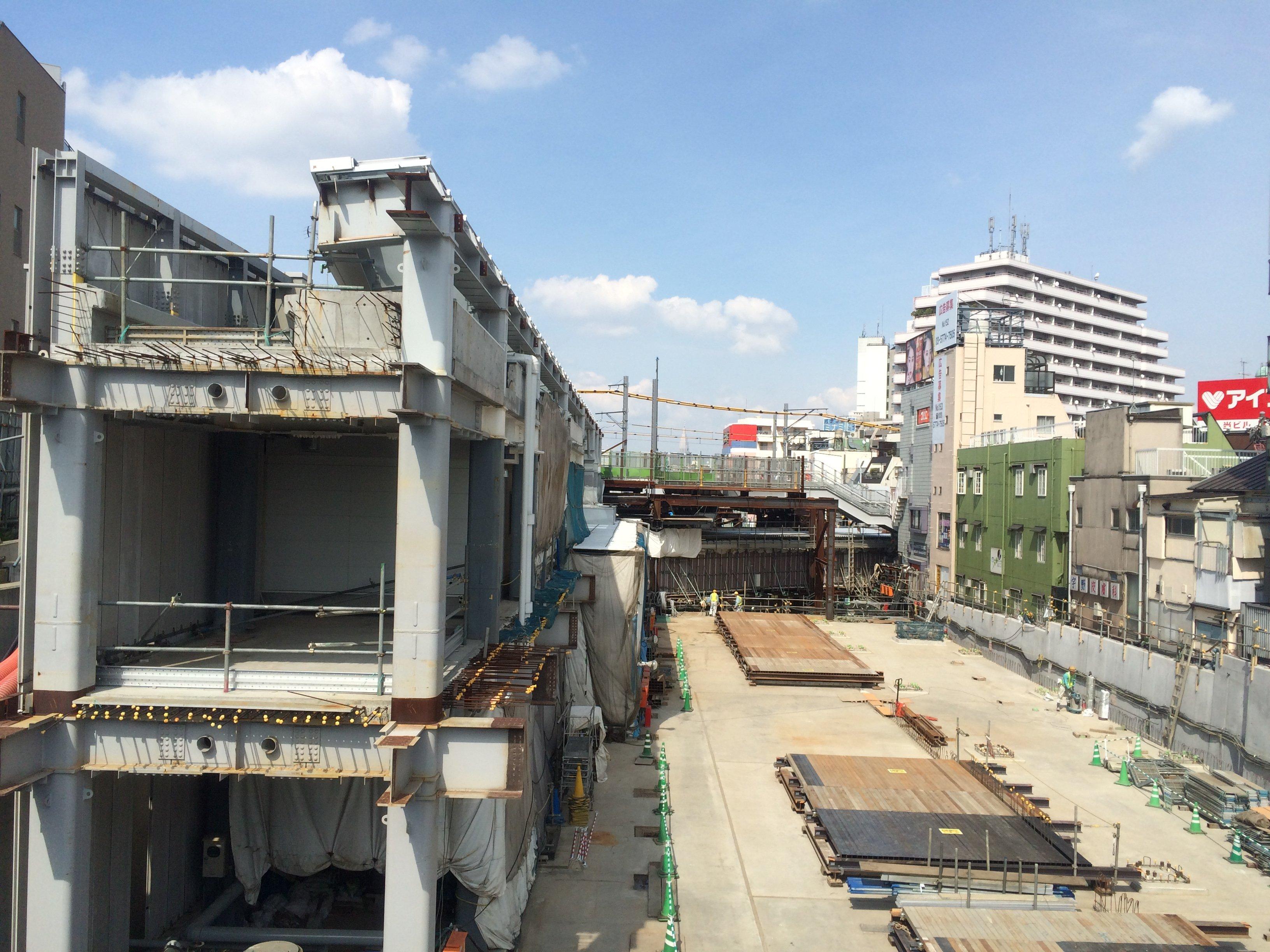 2015年4月末現在の下北沢駅(下北沢コルティ(仮称))工事状況