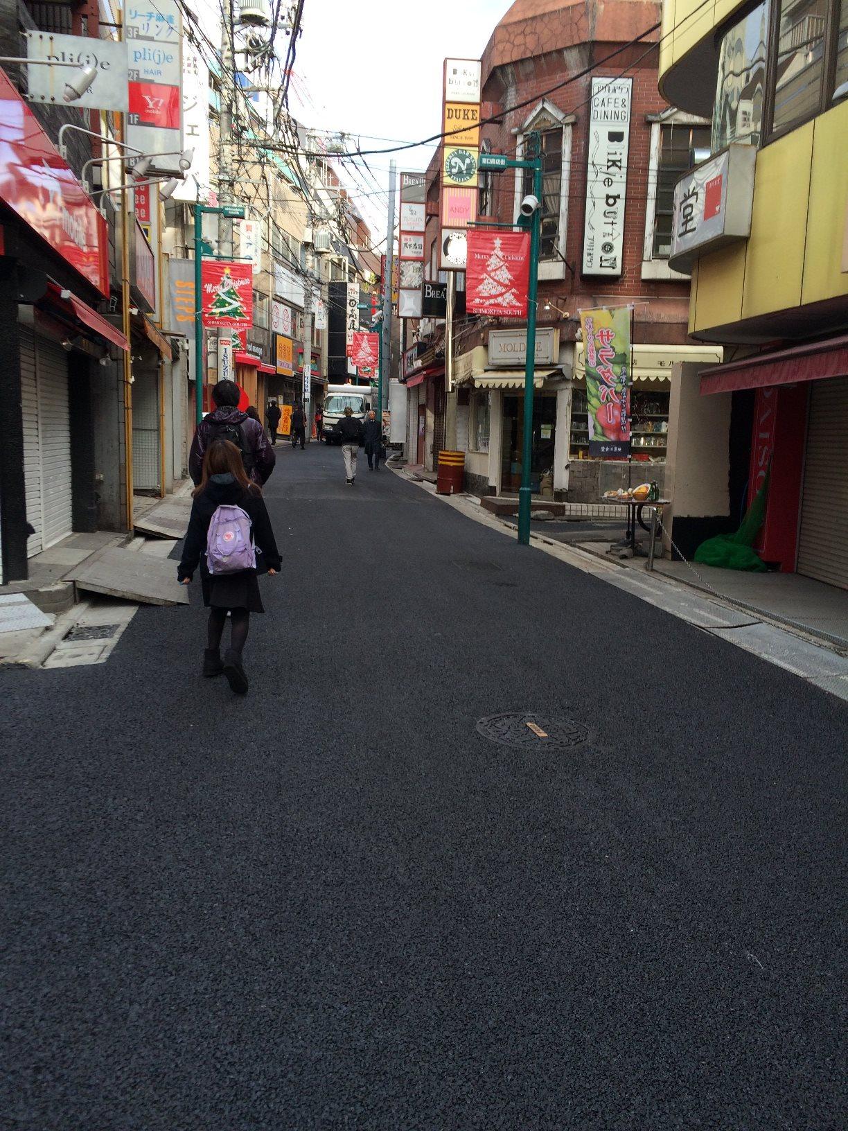 下北沢南口商店街の道路舗装完了