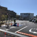 下北沢ボーナストラックの遊歩道と駐車場